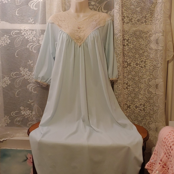 Vintage Other - Vintage 60s baby blue caftan nightgown